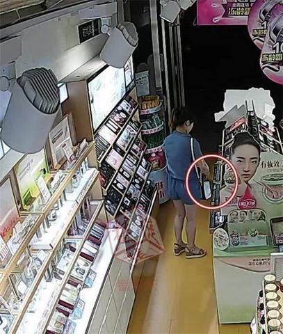 6 phụ nữ TQ giàu có rủ nhau đi trộm đồ cho…đỡ chán - 1