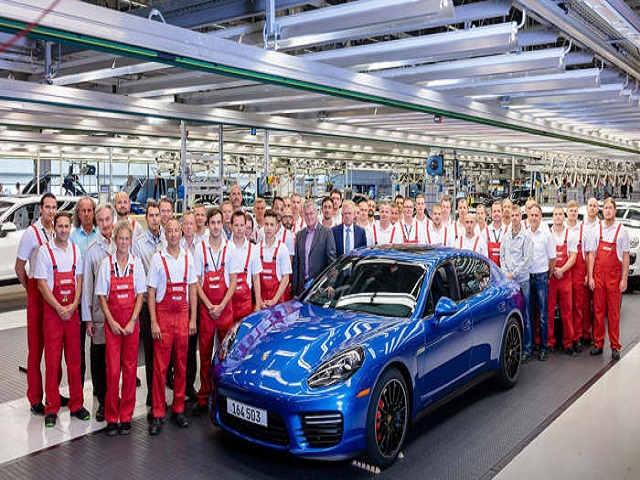 Porsche Panamera thế hệ đầu tiên chính thức ngừng sản xuất - 1