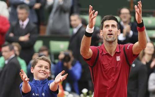 Cứ nghe tới cá độ, Djokovic… 'chạy mất dép' - 1