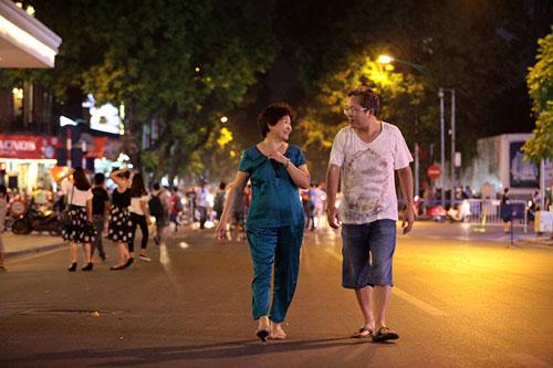 Ngàn người háo hức thưởng ngoạn phố đi bộ quanh Hồ Gươm - 8