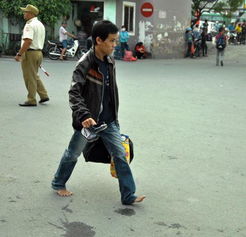 Người dân rồng rắn rời Sài Gòn về quê nghỉ lễ - 4