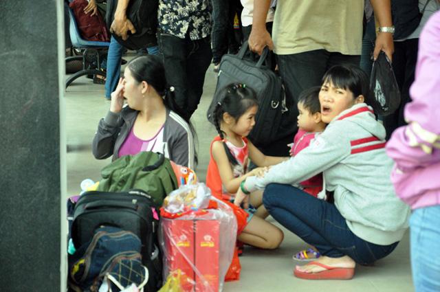 Người dân rồng rắn rời Sài Gòn về quê nghỉ lễ - 5