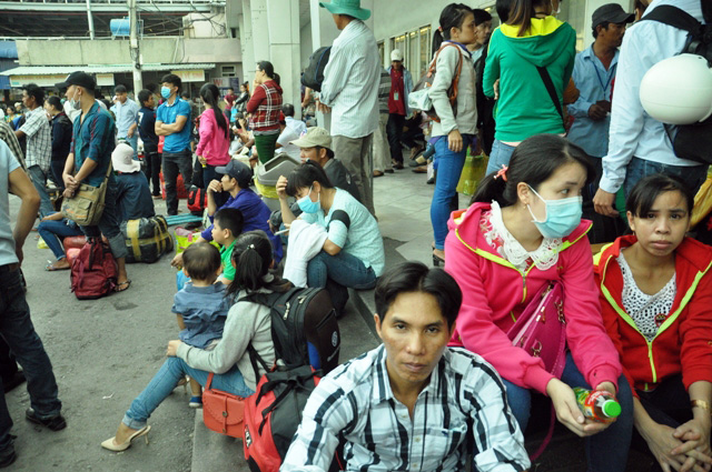 Người dân rồng rắn rời Sài Gòn về quê nghỉ lễ - 6