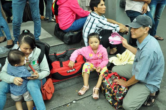 Người dân rồng rắn rời Sài Gòn về quê nghỉ lễ - 7