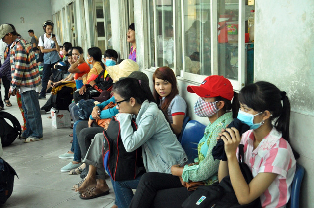 Người dân rồng rắn rời Sài Gòn về quê nghỉ lễ - 8