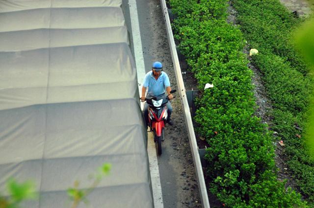 Người dân rồng rắn rời Sài Gòn về quê nghỉ lễ - 11
