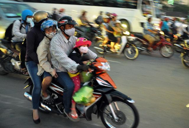 Người dân rồng rắn rời Sài Gòn về quê nghỉ lễ - 13