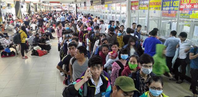 Người dân rồng rắn rời Sài Gòn về quê nghỉ lễ - 15