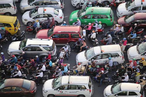 Người dân rồng rắn rời Sài Gòn về quê nghỉ lễ - 19