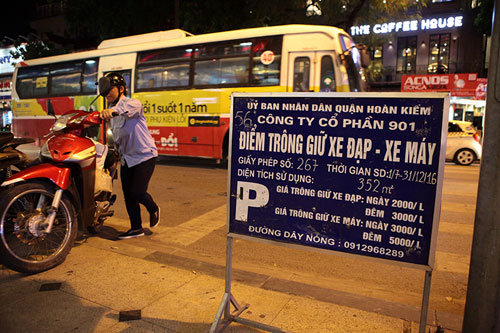 Gửi xe vào tuyến phố đi bộ chỉ với giá từ 5.000 đồng - 8