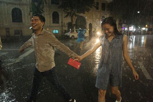 Ngàn người mắc kẹt trên phố đi bộ vì mưa lớn - 19