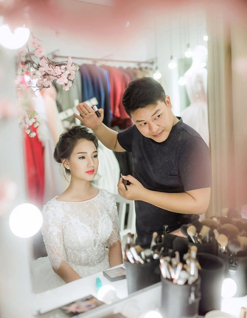 Vợ Duy Nhân lại mặc váy cưới khiến dân mạng nháo nhào - 2