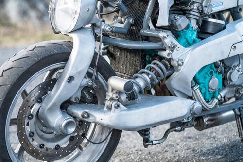 Xế độ Yamaha GTS1000 lột xác với bộ giáp nhôm - 4