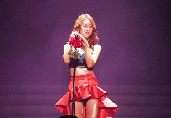 Bất ngờ với lần đầu gợi cảm của nữ hoàng nhạc phim Hàn - 1