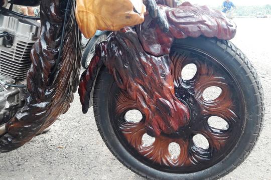 Độc đáo: Chiếc mô tô bằng gỗ độc nhất vô nhị ở Lâm Đồng - 3