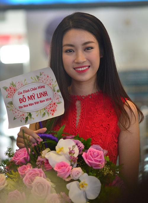 Hoa hậu Mỹ Linh đẹp rạng rỡ trong vòng tay gia đình - 3