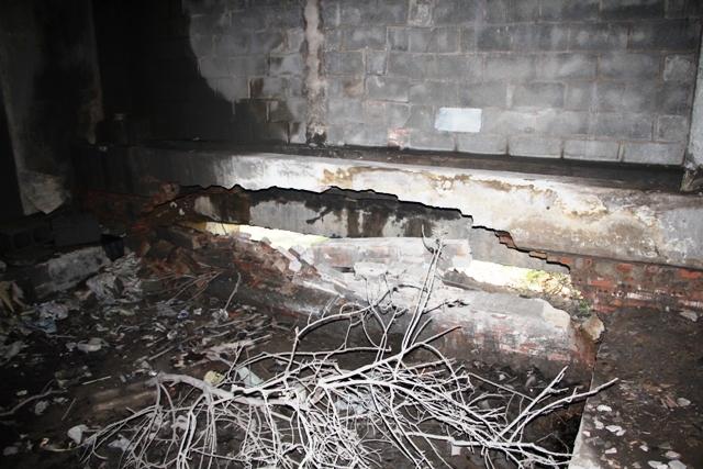 Sau 10 năm khánh thành, gầm cầu tiền tỷ nứt toác, đổ sập - 4