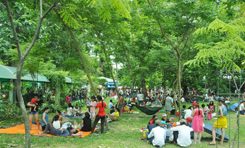 Nghỉ Tết Độc lập, khu vui chơi, công viên đông nghẹt người - 12