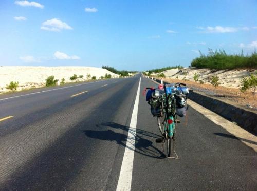 Chàng trai phượt xe đạp từ Hà Nội vào Cà Mau gây sốt - 1