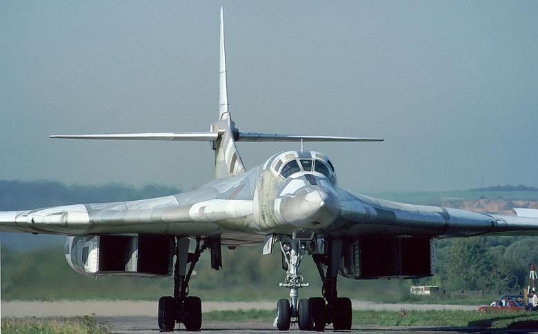 TQ đang thử nghiệm máy bay ném bom tầm xa thế hệ mới - 1