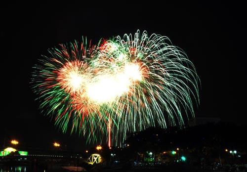 Pháo hoa lung linh trên bầu trời Sài Gòn mừng Tết Độc lập - 2