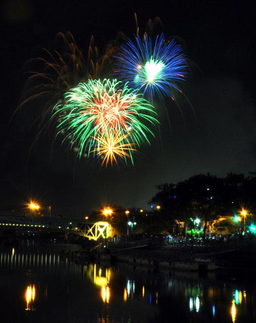 Pháo hoa lung linh trên bầu trời Sài Gòn mừng Tết Độc lập - 5