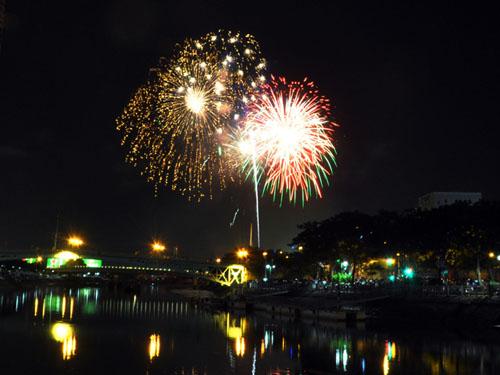 Pháo hoa lung linh trên bầu trời Sài Gòn mừng Tết Độc lập - 9