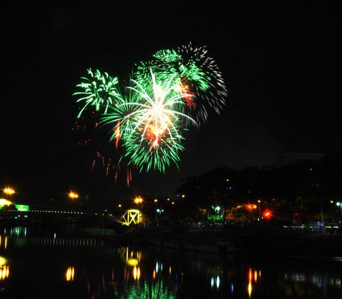 Pháo hoa lung linh trên bầu trời Sài Gòn mừng Tết Độc lập - 6