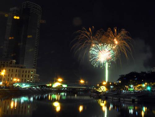 Pháo hoa lung linh trên bầu trời Sài Gòn mừng Tết Độc lập - 7