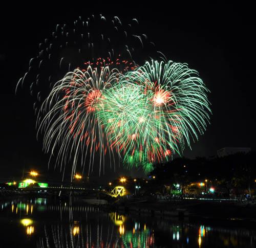 Pháo hoa lung linh trên bầu trời Sài Gòn mừng Tết Độc lập - 8