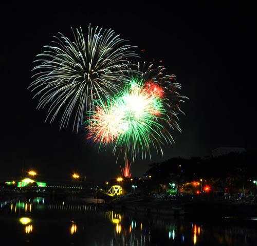 Pháo hoa lung linh trên bầu trời Sài Gòn mừng Tết Độc lập - 10