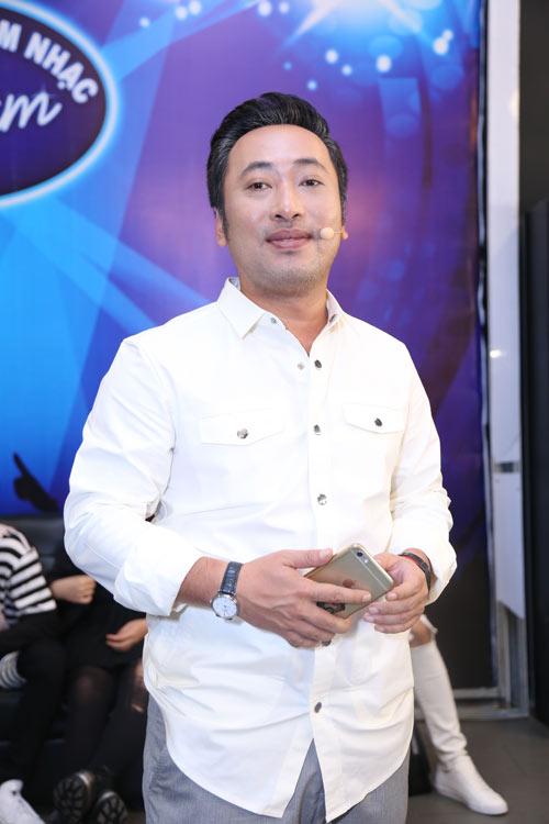"""Vợ chồng ca sĩ Thu Minh tình tứ hôn môi sau """"bão scandal"""" - 7"""