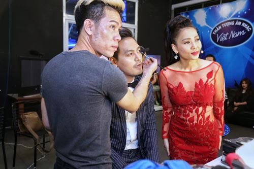 """Vợ chồng ca sĩ Thu Minh tình tứ hôn môi sau """"bão scandal"""" - 8"""