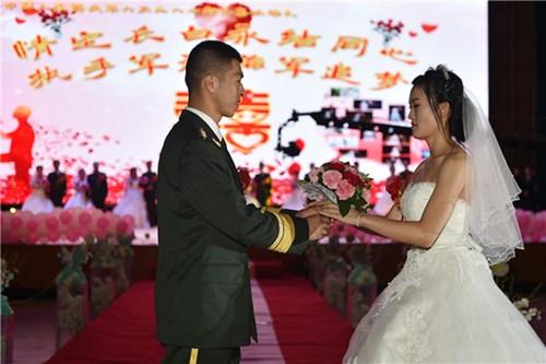 TQ: Xôn xao đám cưới rước dâu bằng xe quân sự - 4