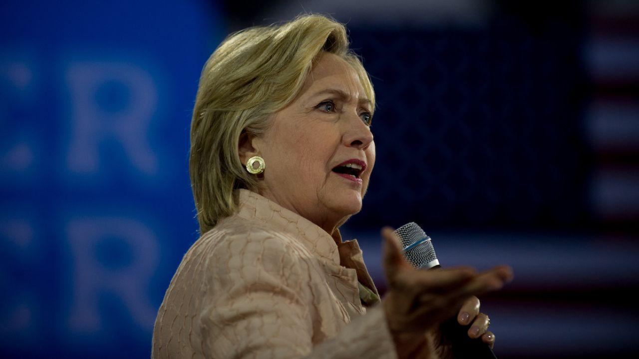 FBI công bố bí mật về bê bối thư cá nhân của bà Clinton - 1