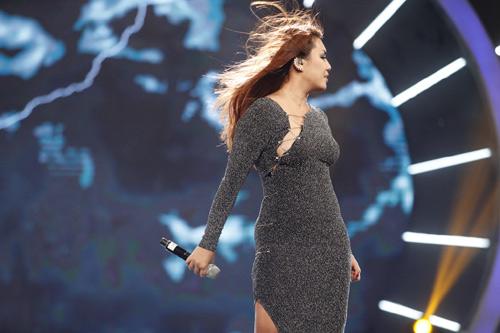 """Thu Minh """"mắng"""" thí sinh Vietnam Idol ngay trên sân khấu - 6"""