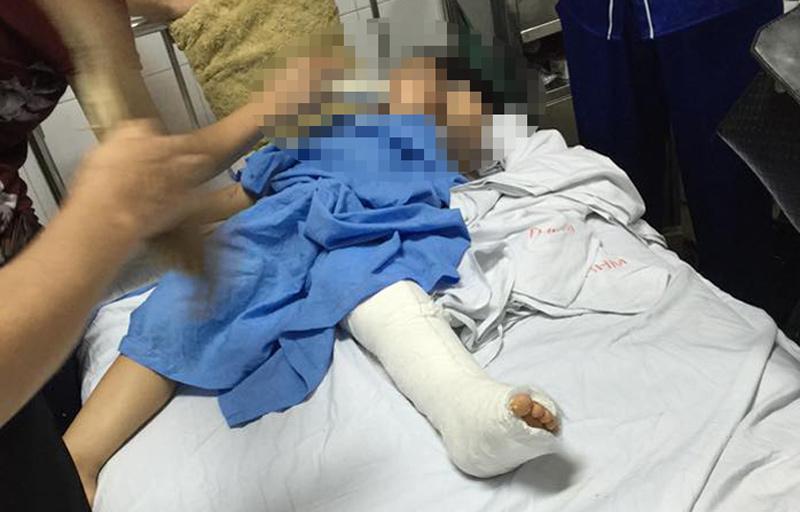 Clip: Ô tô đâm bé gái nhập viện bỏ trốn khiến dân mạng phẫn nộ - 3