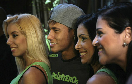 Neymar bị lợi dụng để tống tiền phụ nữ - 1