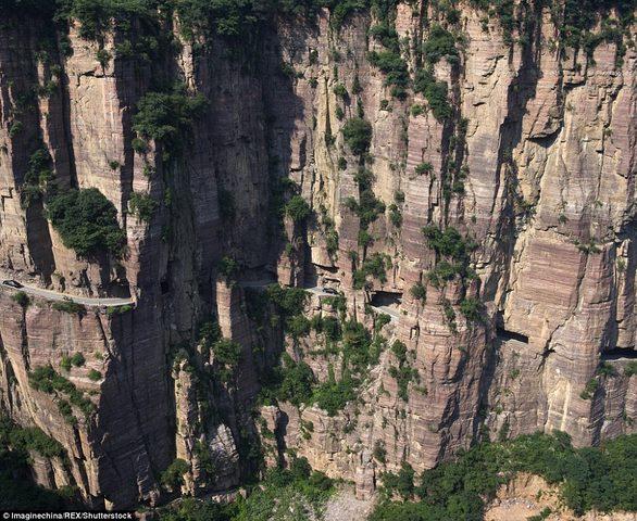 Ngôi làng trên núi cao 1.700m biệt lập nhất thế giới - 6