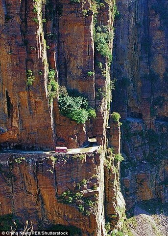 Ngôi làng trên núi cao 1.700m biệt lập nhất thế giới - 2