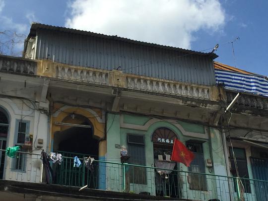 Đề nghị di dời khẩn cấp cư dân sống chung cư cổ khu Chợ Lớn - 1