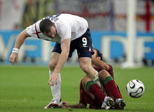 Rooney, 13 năm đi vào huyền thoại tuyển Anh - 4