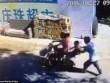 Sốc với video bắt cóc trẻ em ngồi ngay sau lưng mẹ ở TQ