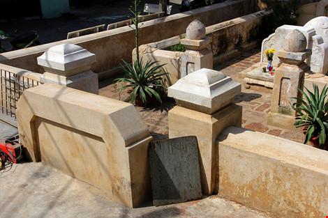Mộ cổ khang trang của vị tiền hiền sáng lập chợ Thủ Đức - 2