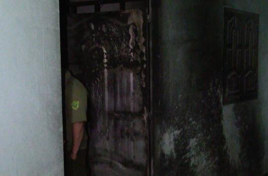 Ba người suýt bị thiêu sống trong nhà trọ tẩm xăng - 2