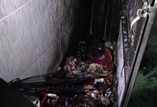 Ba người suýt bị thiêu sống trong nhà trọ tẩm xăng - 1