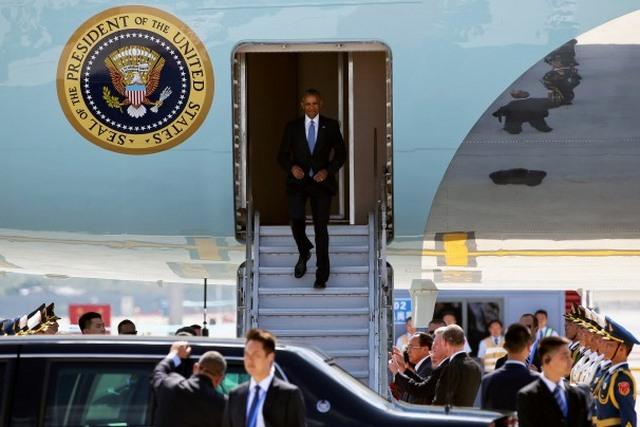 """TQ """"chơi khăm"""" Obama, không cấp xe thang xuống máy bay? - 1"""