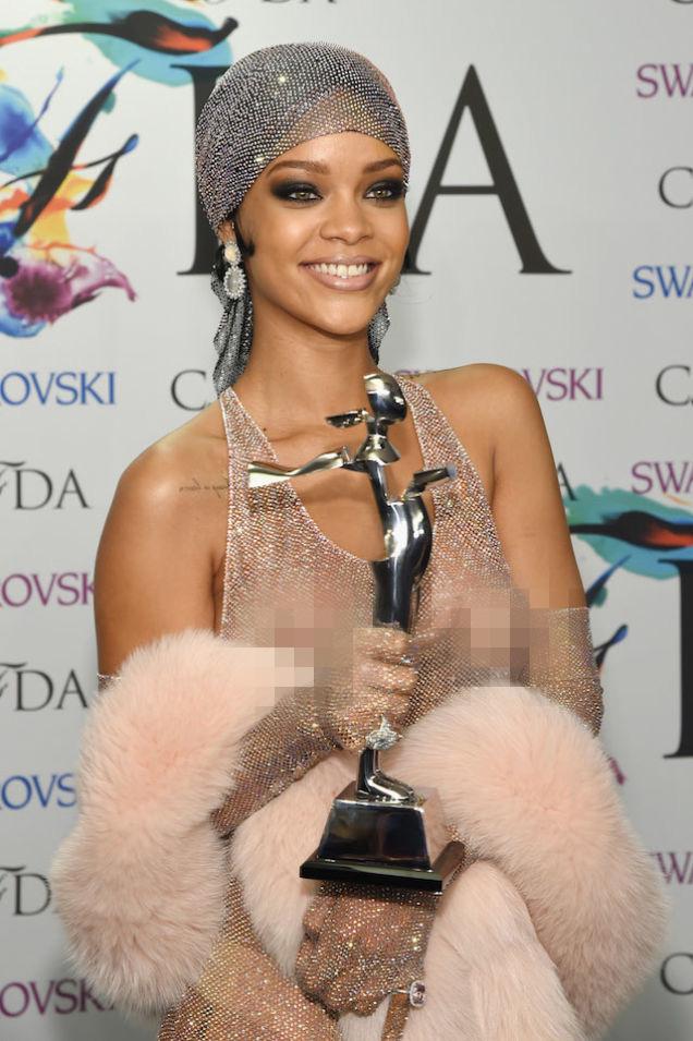 Diện đầm trong suốt, Rihanna và Tóc Tiên ai gợi cảm hơn? - 5