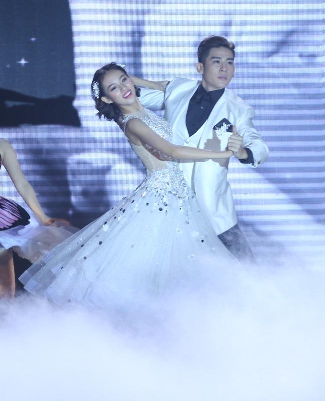 Trong phần thi cuối cùng - Khiêu vũ nghệ thuật, Phí Phương Anh hóa thân thành một nàng công chúa tuyệt xinh đẹp. & nbsp;