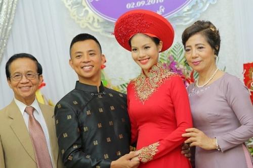 Cô dâu kém 20 tuổi của Chí Anh lộ bụng bầu trong lễ ăn hỏi - 5